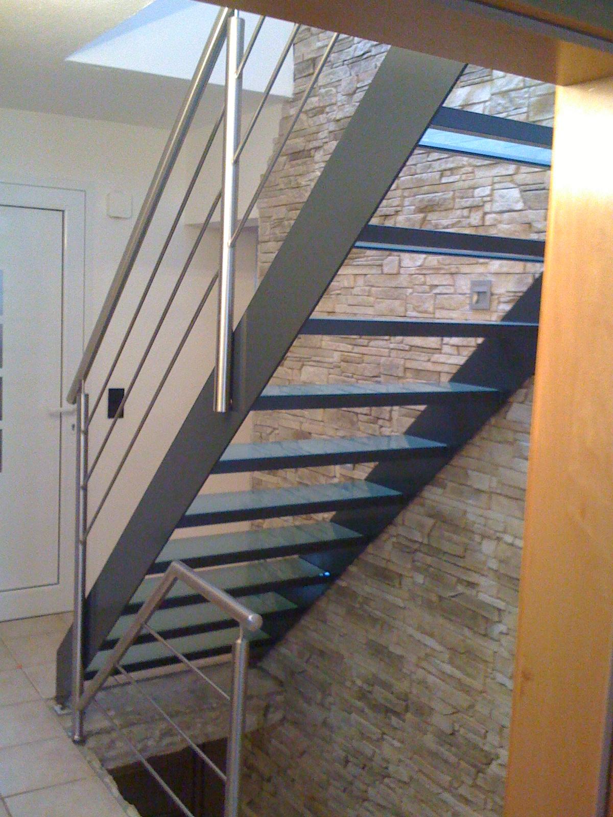 Rechte trappen rousseau vormgevers in metaal - Kantoor houten school ...